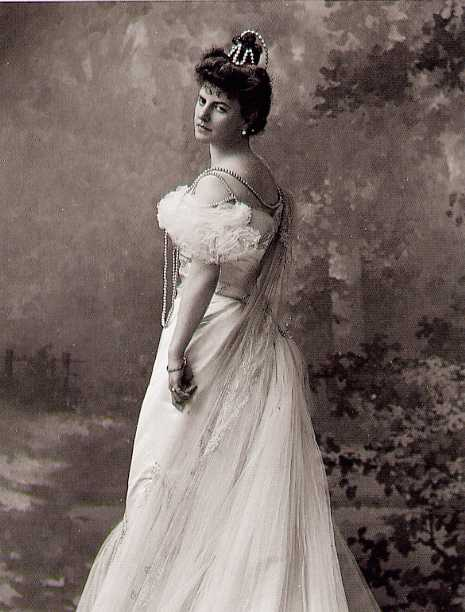 Countess Elisabeth de Greffulhe (1900)