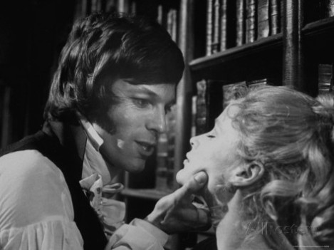 Richard Chamberlain as Hamlet and Ciaran Madden as Ophelia