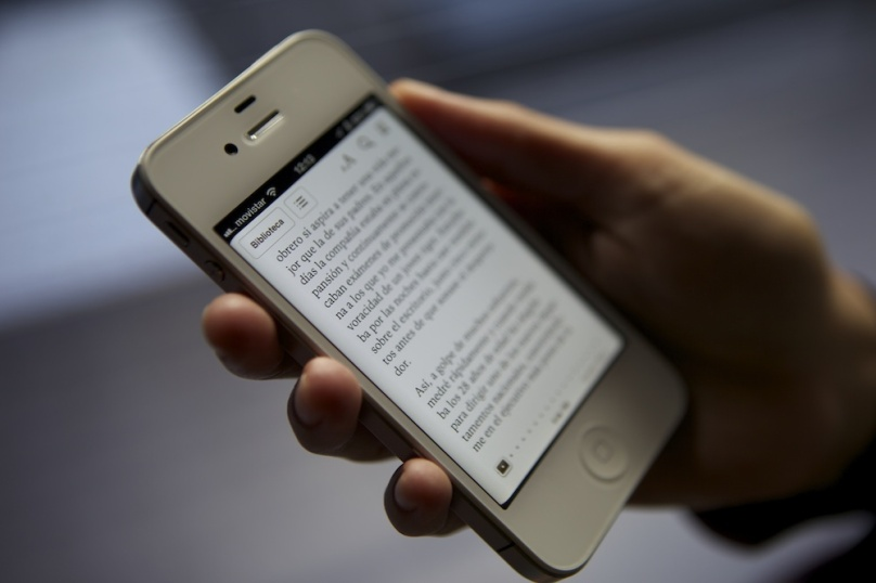 E-Readers Are OK, but Smart Phones Are Not